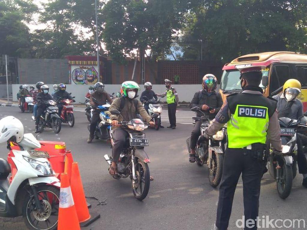 Akses ke Jalan Sudirman Jakpus Disekat, Lalin Pagi ini Lancar
