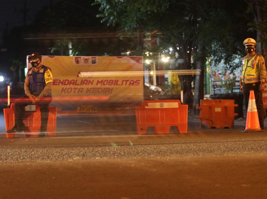 Potret Penerapan Jam Malam di Sejumlah Kota Saat PPKM Darurat
