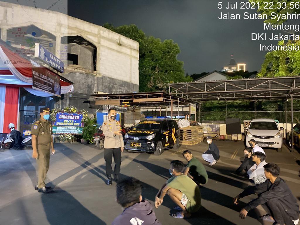 Puluhan Remaja Nongkrong di Menteng Saat PPKM Darurat, Polisi: Angkut!