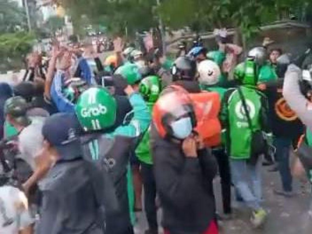 Tawuran Ojol Vs Mata Elang di Jakpus, Polisi Usut Penganiayaan-Perusakan