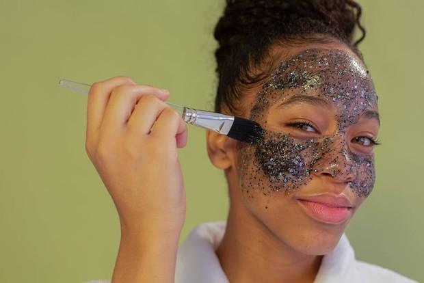 Tips meratakan warna kulit dengan eksfoliasi