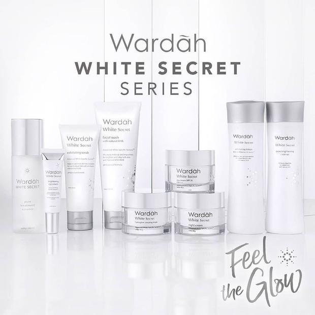 Wardah White Secret Exfoliating Lotion punya kandungan AHA natural yang mampu mengangkat sel-sel kulit mati, debu, kotoran, dan sisa make up di wajah.