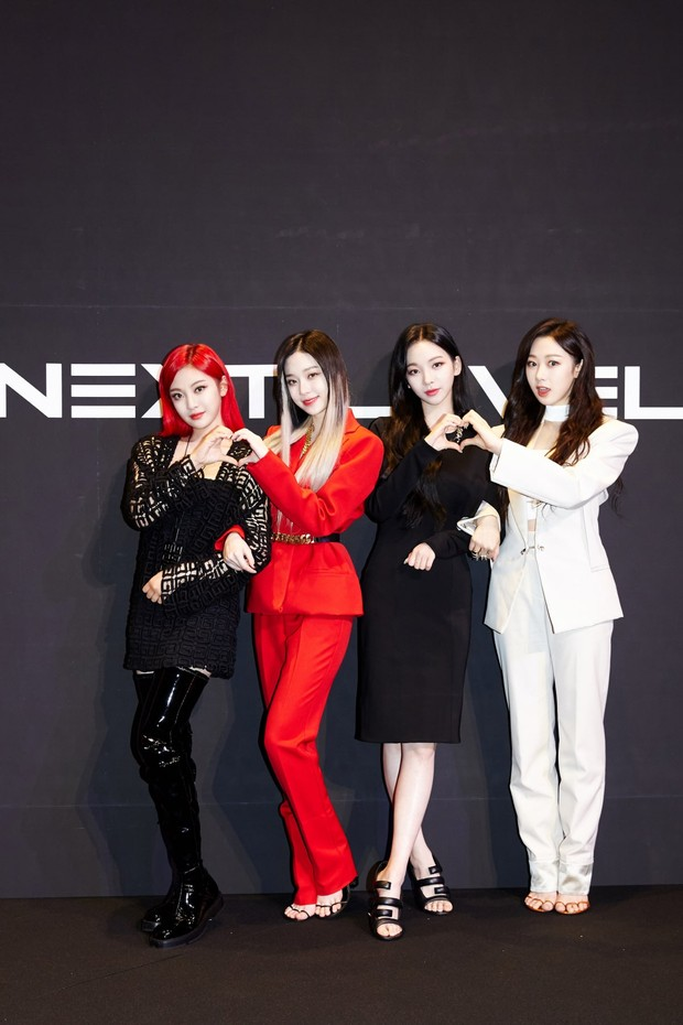 aespa pakai outfit Givenchy di Next Level press conference