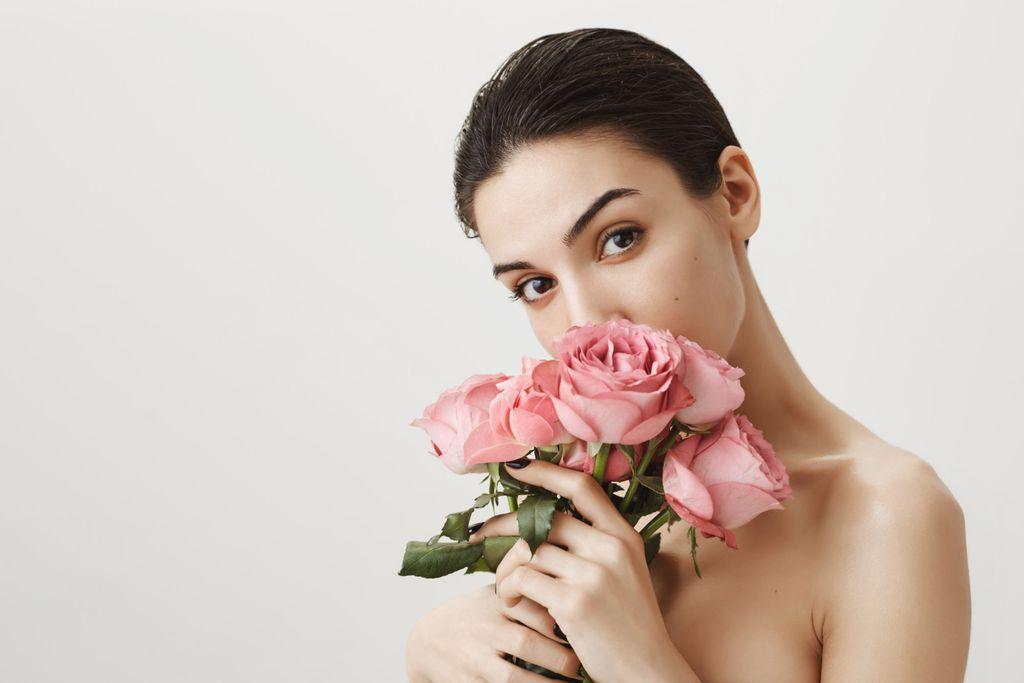 Air mawar sering dijadikan bahan campuran dalam produk kecantikan