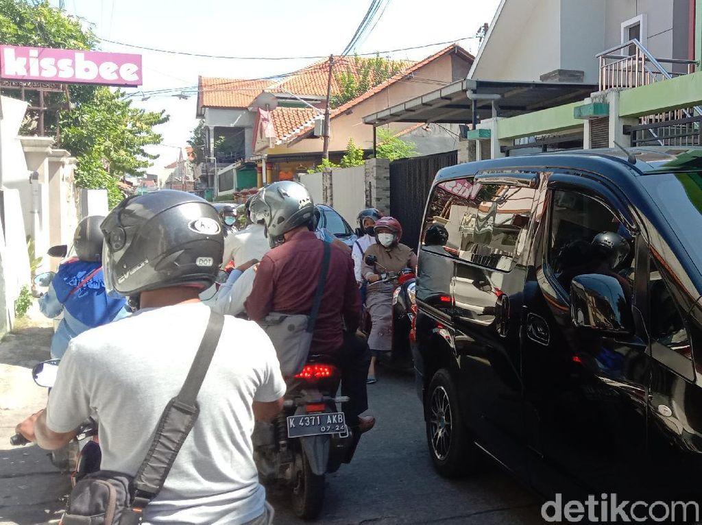 Akses Utama Masuk Kota Kudus Ditutup, Kemacetan Terjadi di Jalur Tikus
