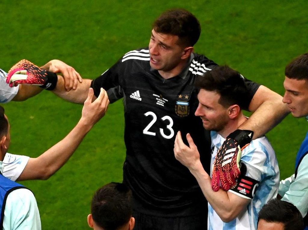 Messi Minggir Dulu, Ini Momennya Emiliano Martinez
