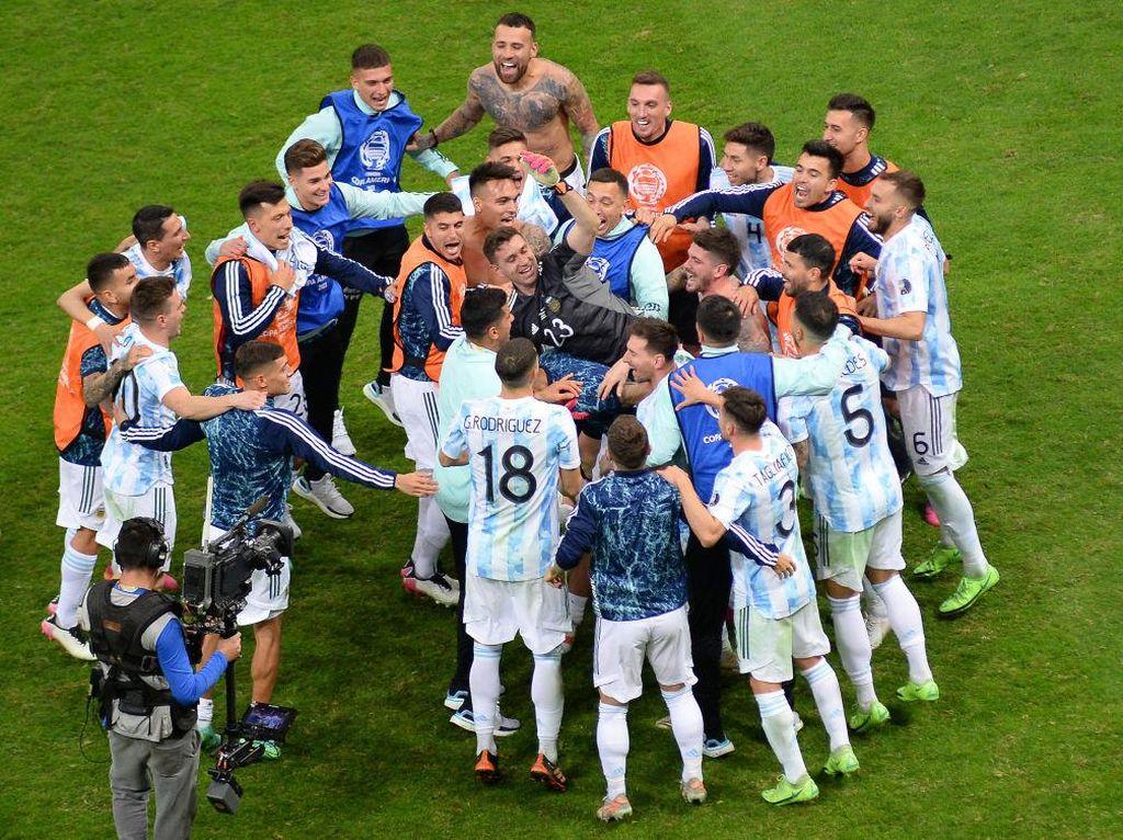Top! Kiper Argentina Tahan 3 Penalti Kolombia, Kehabisan Kata-kata