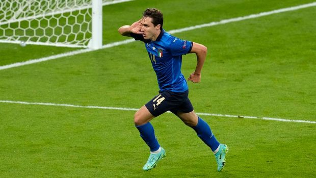 LONDON, ENGLAND - JULY 06: Federico Chiesa of Italy celebrates after scoring their side's first goal during the UEFA Euro 2020 Championship Semi-final match between Italy and Spain at Wembley Stadium on July 06, 2021 in London, England. (Photo by Matt Dunham - Pool/Getty Images)