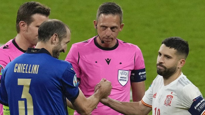 Italy's Giorgio Chiellini shakes hands with Spain's Jordi Alba ahead of a penalty shoot out during the Euro 2020 soccer championship semifinal between Italy and Spain at Wembley stadium in London, Tuesday, July 6, 2021. (AP Photo/Matt Dunham,Pool)