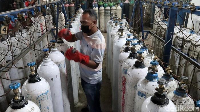 Permintaan oksigen di Kota Bandung mengalami peningkatan. Di PT Aneka Gas Industri, pemintaan naik hingga tiga kali lipat.