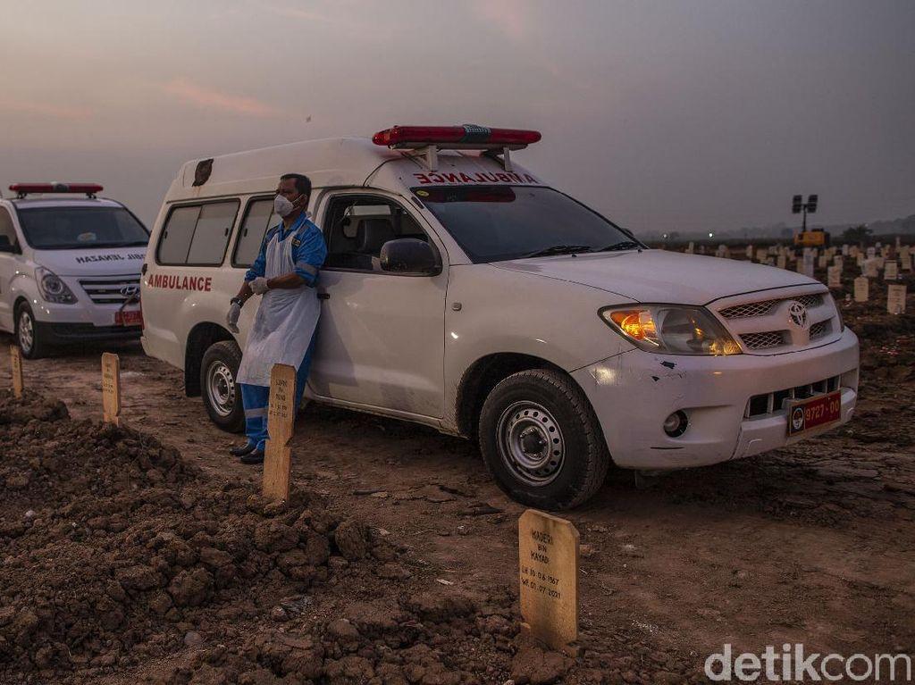 Kisah Sopir Ambulans di Ganasnya Pandemi: Perkara Hidup-Mati dan Tudingan Hoax