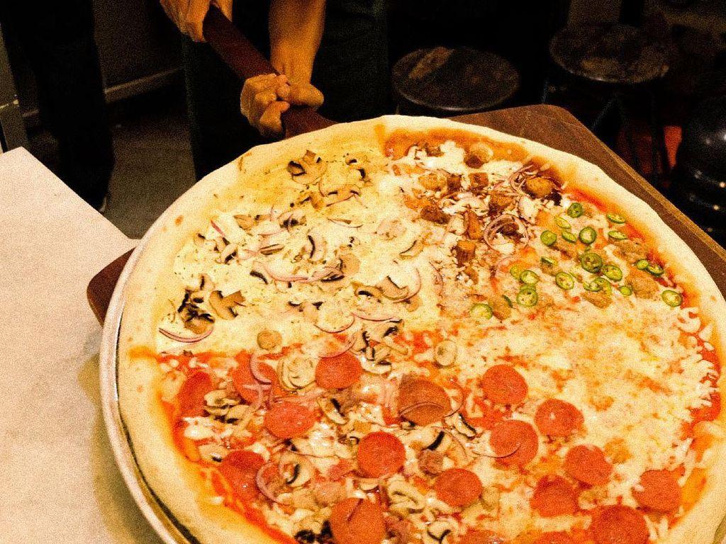 Wow! Pizza Ukuran Jumbo Bisa Dipesan Online di 5 Tempat Ini