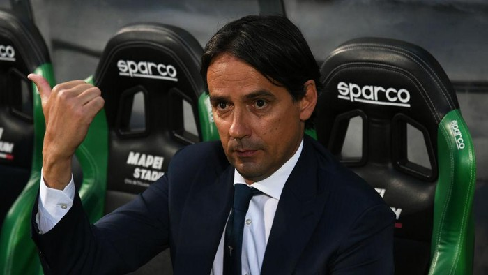 REGGIO NELLEMILIA, ITALY - MAY 23: Simone Inzaghi, Head Coach of S.S. Lazio reacts prior to the Serie A match between US Sassuolo and SS Lazio at Mapei Stadium - Citta del Tricolore on May 23, 2021 in Reggio nellEmilia, Italy. Sporting stadiums around Italy remain under strict restrictions due to the Coronavirus Pandemic as Government social distancing laws prohibit fans inside venues resulting in games being played behind closed doors.  (Photo by Alessandro Sabattini/Getty Images)