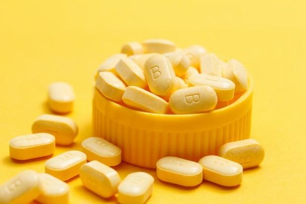 Vitamin B Kompleks membantu meningkatkan imunitas tubuh (foto: freepik.com/xb100)