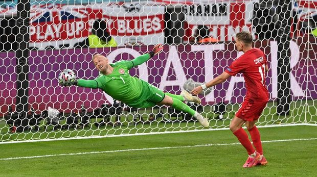 LONDON, ENGLAND - JULY 07: Kasper Schmeichel of Denmark makes a save from Harry Maguire of England (not pictured) during the UEFA Euro 2020 Championship Semi-final match between England and Denmark at Wembley Stadium on July 07, 2021 in London, England. (Photo by Justin Tallis - Pool/Getty Images)