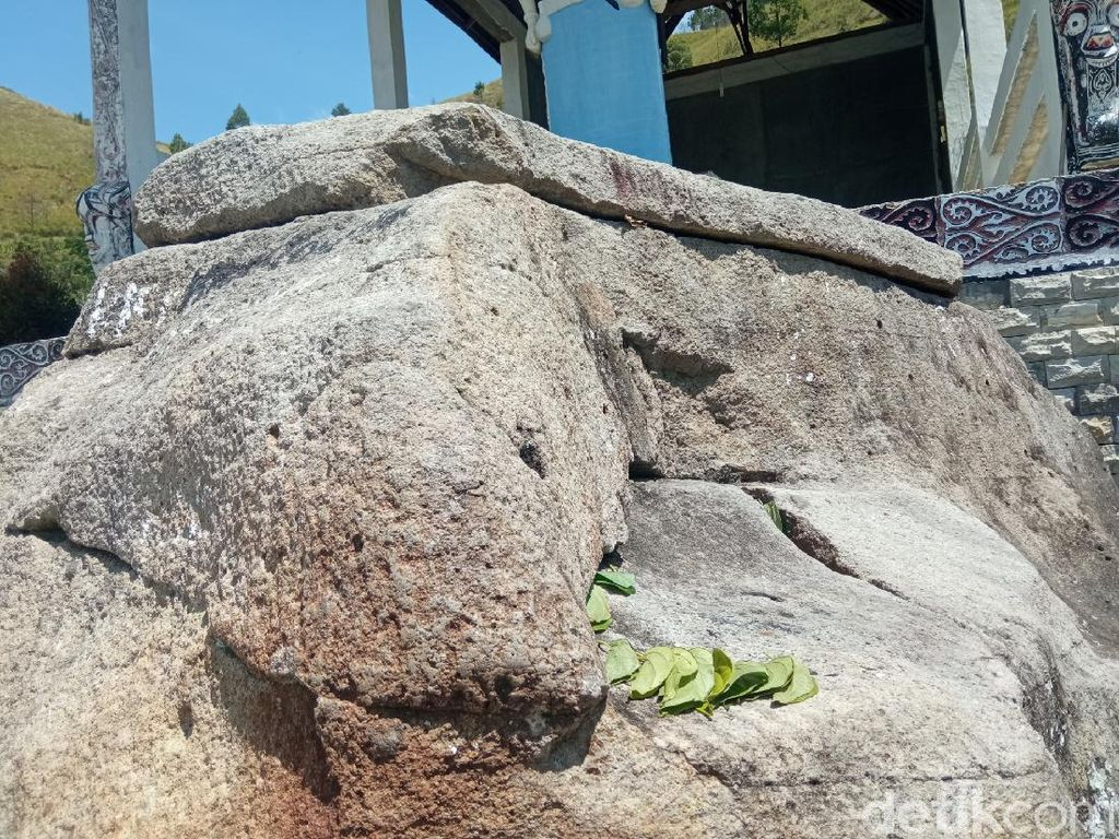Foto Batu Hobon, Peti Harta Hingga Obat Sakti Pembangkit Orang Mati