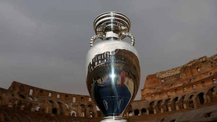 ROME, ITALY - JUNE 10:  2020 UEFA European Football Championship trophy cup is seen at the Colosseum during the FIGC UEFA Euro 2020 Opening Event on June 10, 2021 in Rome, Italy. (Photo by Franco Origlia/Getty Images)