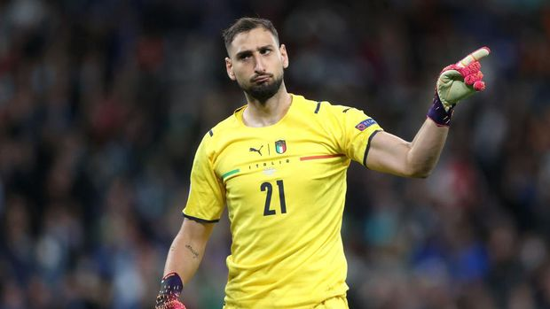 LONDON, ENGLAND - JULY 06: Gianluigi Donnarumma of Italy celebrates during the penalty shoot out during the UEFA Euro 2020 Championship Semi-final match between Italy and Spain at Wembley Stadium on July 06, 2021 in London, England. (Photo by Carl Recine - Pool/Getty Images)