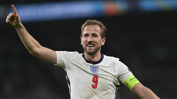 Englands Harry Kane celebrates his sides 2-1 win at the end of the Euro 2020 soccer championship semifinal match between England and Denmark at Wembley stadium in London, Wednesday, July 7, 2021. (AP Photo/Paul Ellis, Pool)