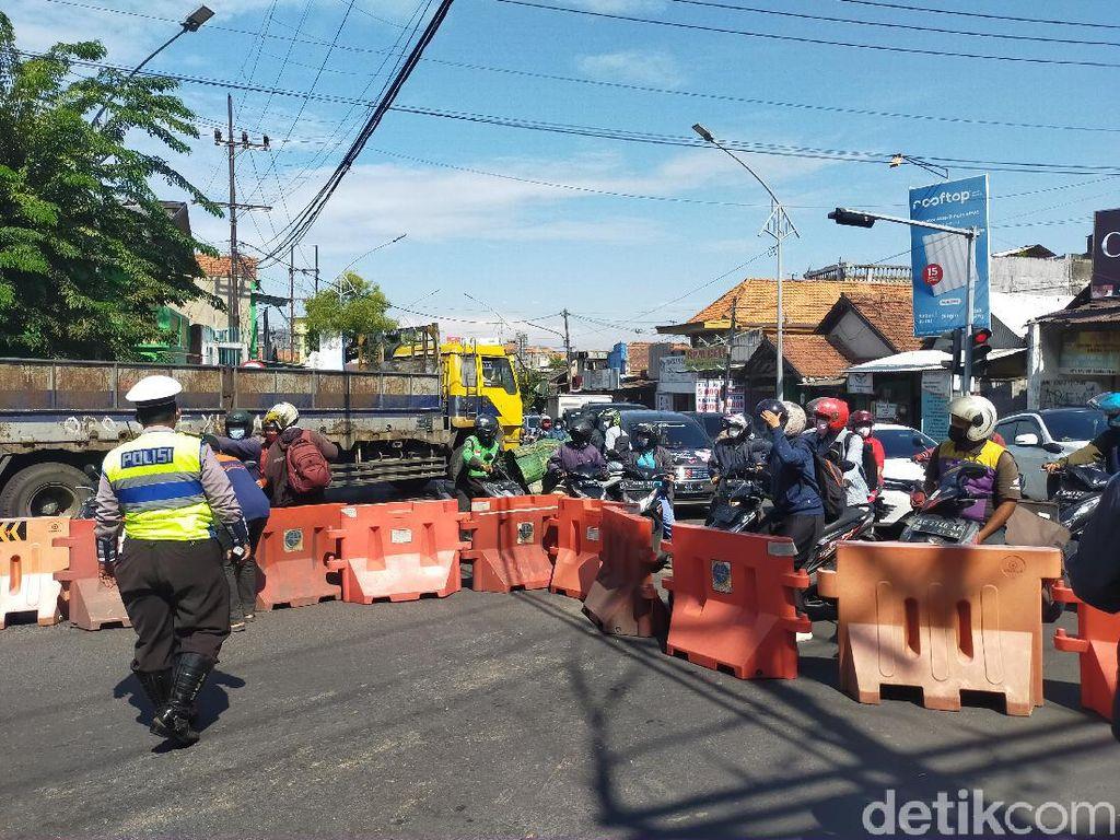 Penutupan Jalan Mastrip Masuk Surabaya Dikeluhkan Pengendara