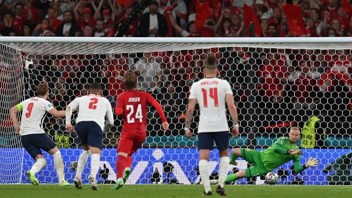 Denmarks goalkeeper Kasper Schmeichel (R) saves a penalty by Englands forward Harry Kane (L) during the UEFA EURO 2020 semi-final football match between England and Denmark at Wembley Stadium in London on July 7, 2021. (Photo by Paul ELLIS / POOL / AFP)