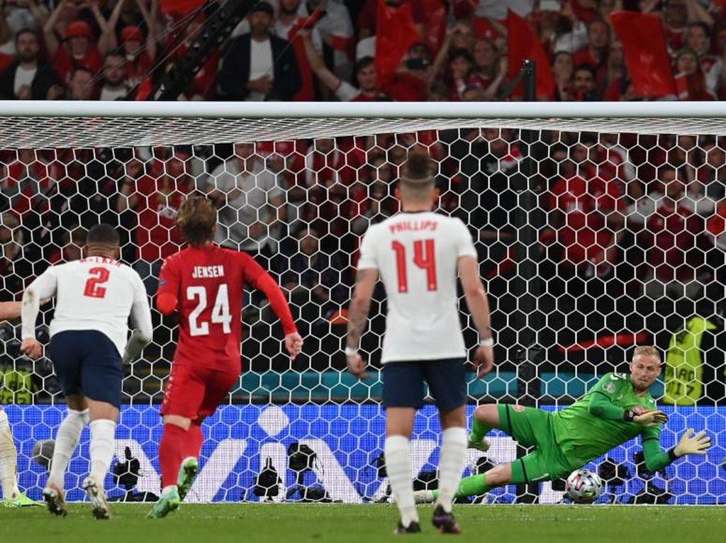 Euro 2020: Inggris Didenda Rp 516 Juta gegara Fans Laser Kiper Denmark