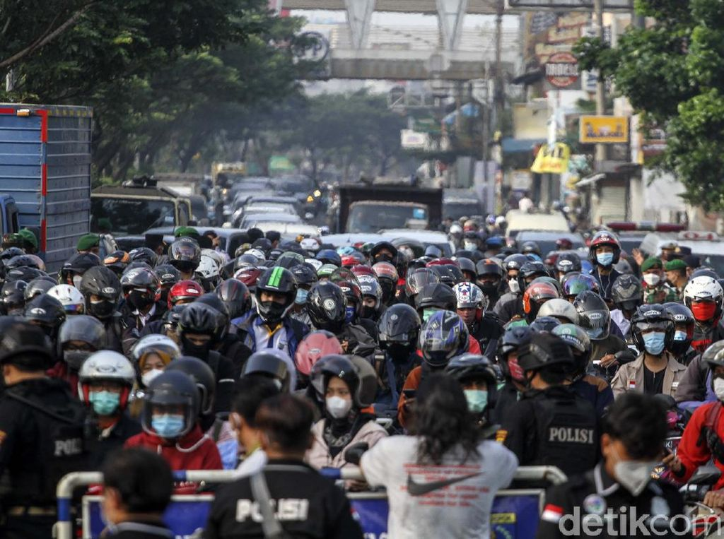 Pemerintah Nyatakan Mobilitas Warga Jabodetabek Turun Selama PPKM Darurat
