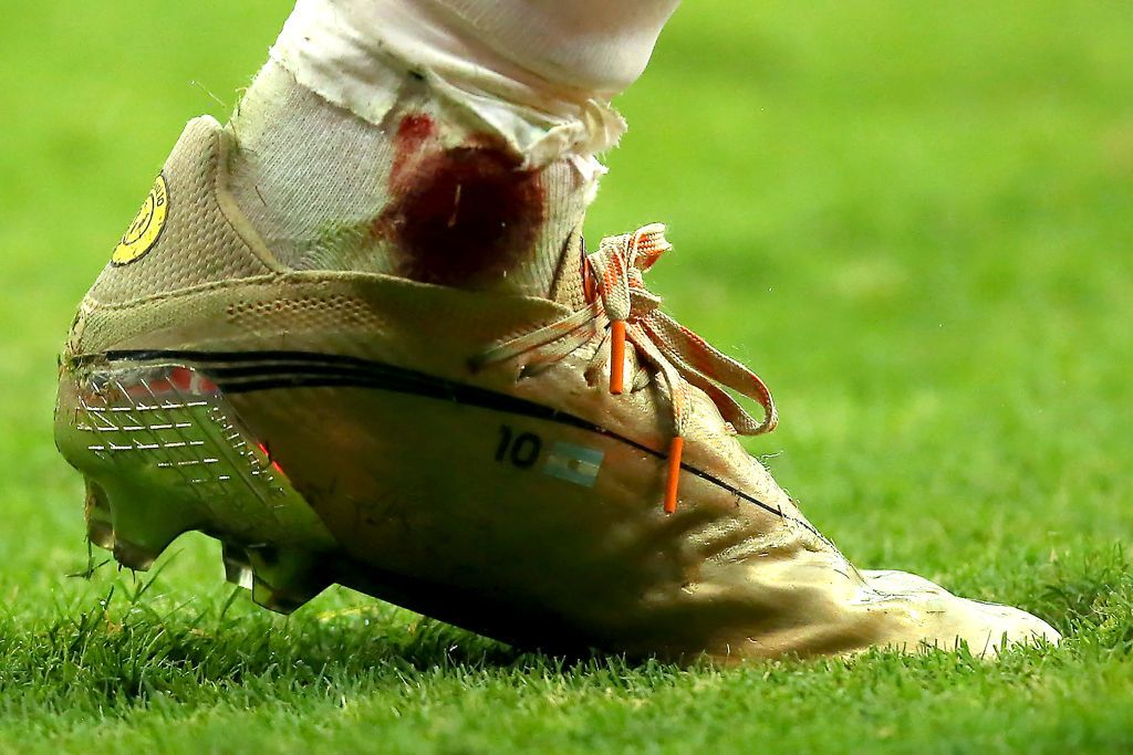 BRASILIA, BRAZIL - JULY 06: Detail of Lionel Messi's boot during a semi-final match of Copa America Brazil 2021 between Argentina and Colombia at Mane Garrincha Stadium on July 06, 2021 in Brasilia, Brazil. (Photo by Alexandre Schneider/Getty Images)