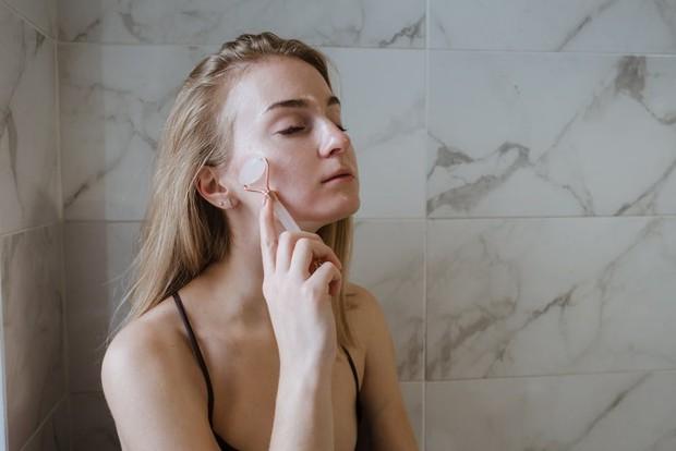 Manfaat hyaluronic acid - menjaga kelembapan kulit