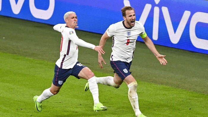 Englands Harry Kane, right, reacts after scoring his teams second goal during the Euro 2020 soccer championship semifinal between England and Denmark at Wembley stadium in London, Wednesday, July 7, 2021. (Justin Tallis/Pool Photo via AP)