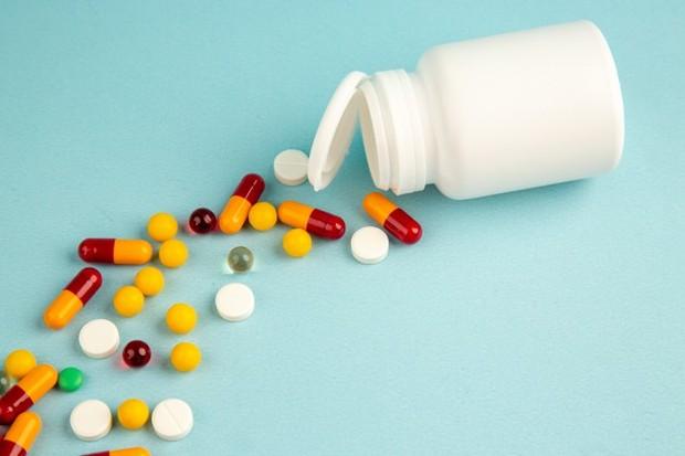 Remdesivir dan Favipiravir adalah obat yang memiliki izin BPOM untuk pasien COVID-19.