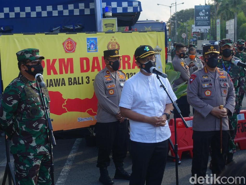 Panglima TNI-Kapolri dan Menkes Cek Penyekatan PPKM Darurat di Sleman
