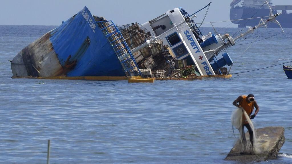 Penampakan Kapal Kargo yang Jadi Korban Tabrakan di Teluk Manila