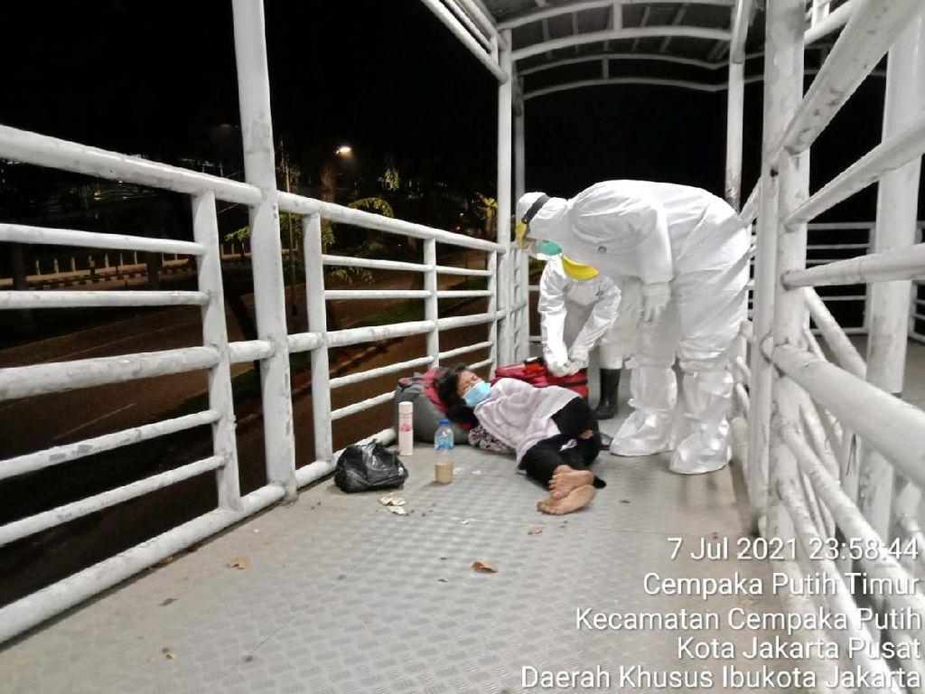 Ibu Tunawisma Terpapar Corona Tergeletak di Halte TransJakarta Jakpus