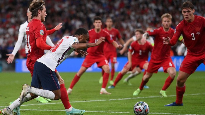 Englands Raheem Sterling, left, is fouled by Denmarks Mathias Jensen and a penalty is awarded during the Euro 2020 soccer semifinal match between England and Denmark at Wembley stadium in London, Wednesday, July 7, 2021. (Laurence Griffiths/Pool Photo via AP)