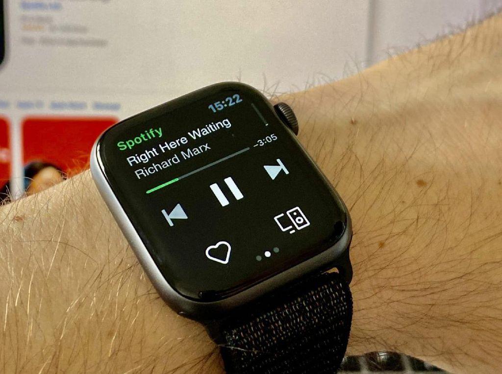 Koleksi Spotify Kini Bisa Didengar Offline di Apple Watch