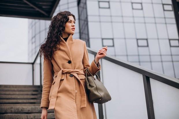 mantel membuat penampilan terlihat klasik dan elegan