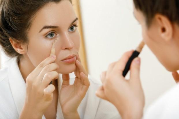 Urutan pakai makeup yang benar tergantung pada hasil tampilan seperti apa yang ingin kamu dapatkan.