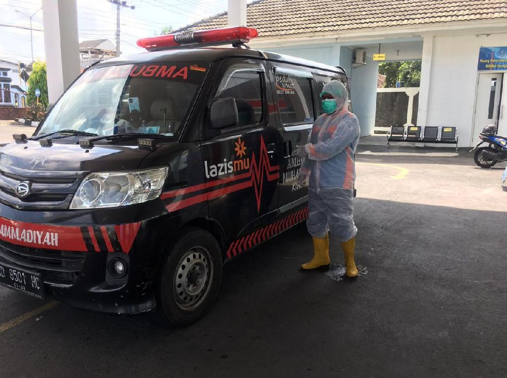 Pilu Driver Ambulans Pasien COVID di Klaten: Dilempari Batu-Dihujat