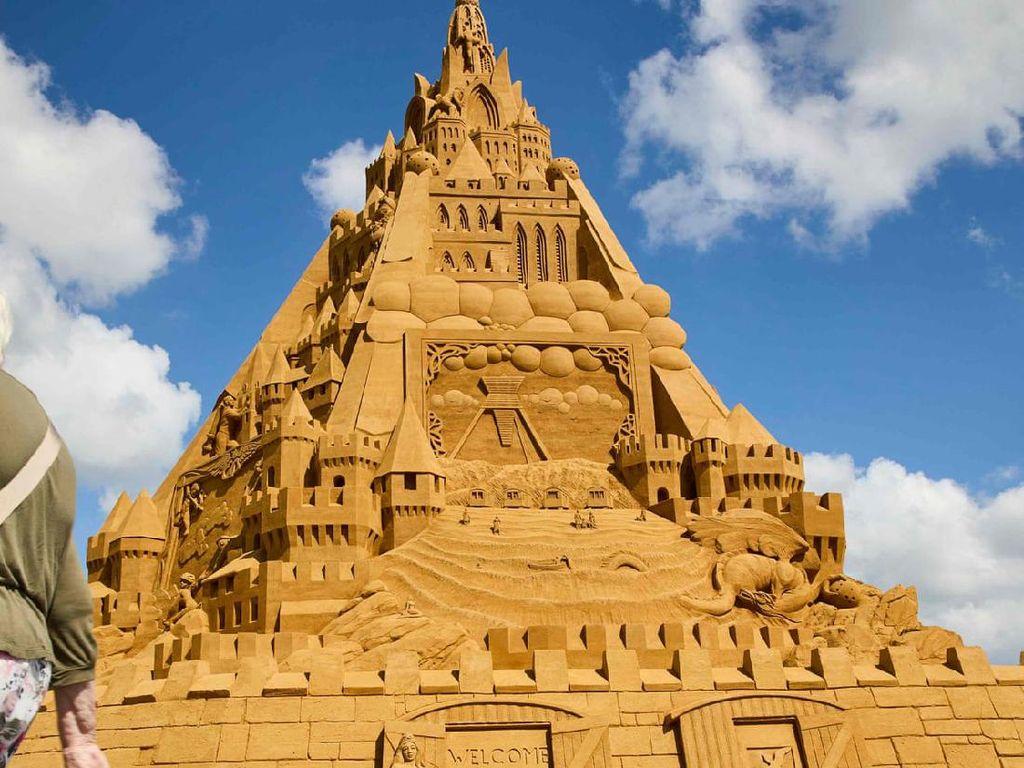 Ini Istana Pasir Tertinggi di Dunia, Bentuknya Terinspirasi dari Corona