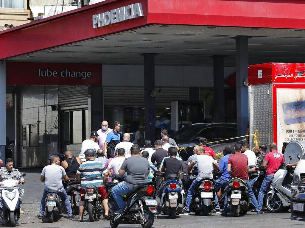 PM Lebanon Tolak Perintah Presiden Gelar Rapat Bahas Kelangkaan BBM