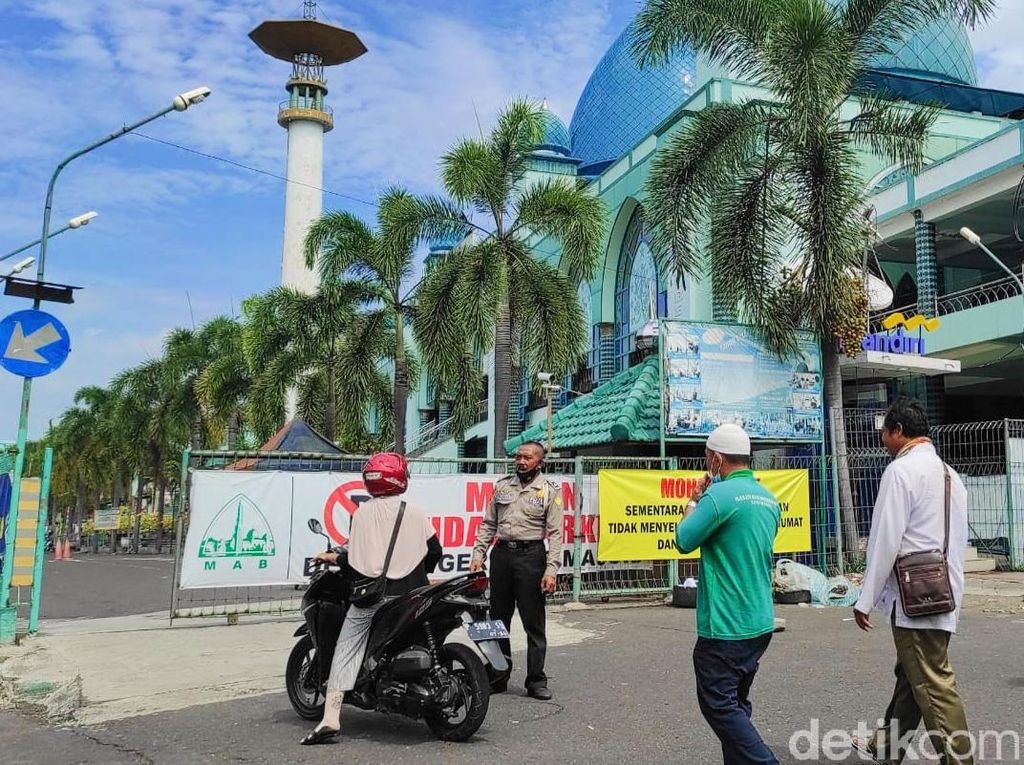 Masjid di Banyuwangi Tak Gelar Salat Jumat Karena Zona Merah COVID-19
