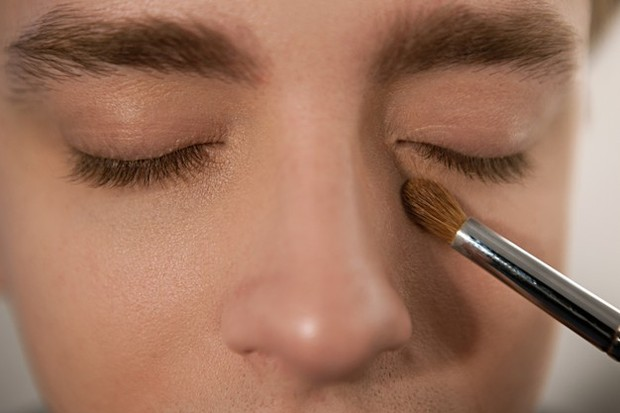 Urutan makeup yang benar akan berpengaruh pada hasil dan ketahanan makeup.