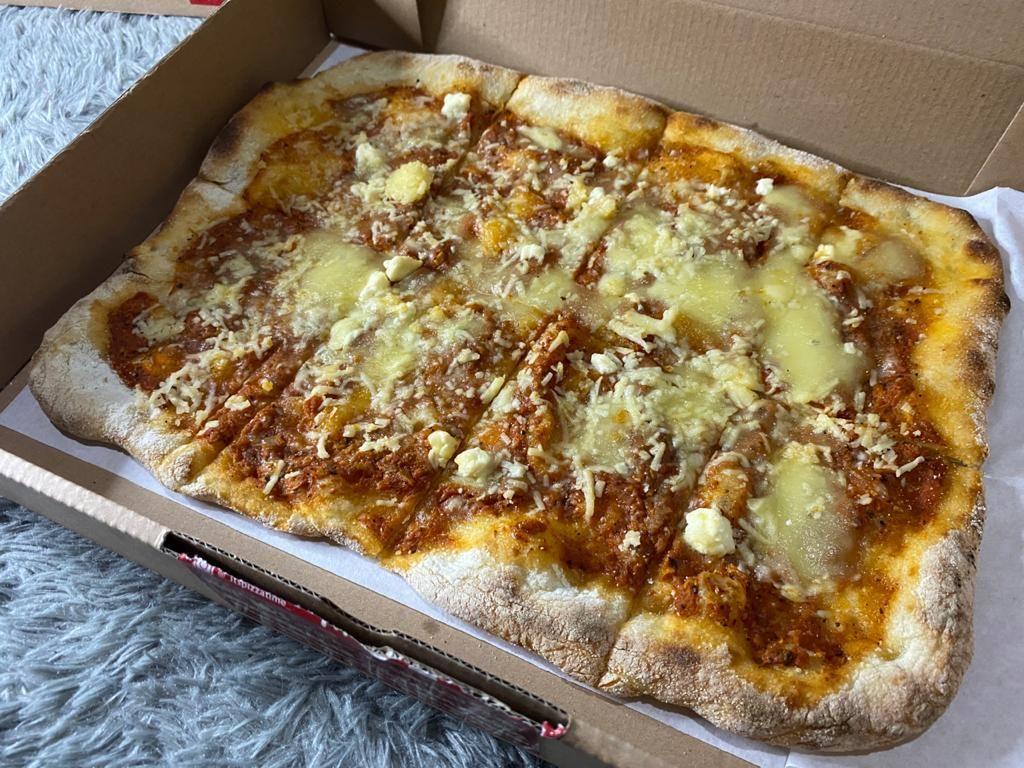 Pizza Sourdough Kekinian Topping Keju Mozarella dan Bayam Nikmat