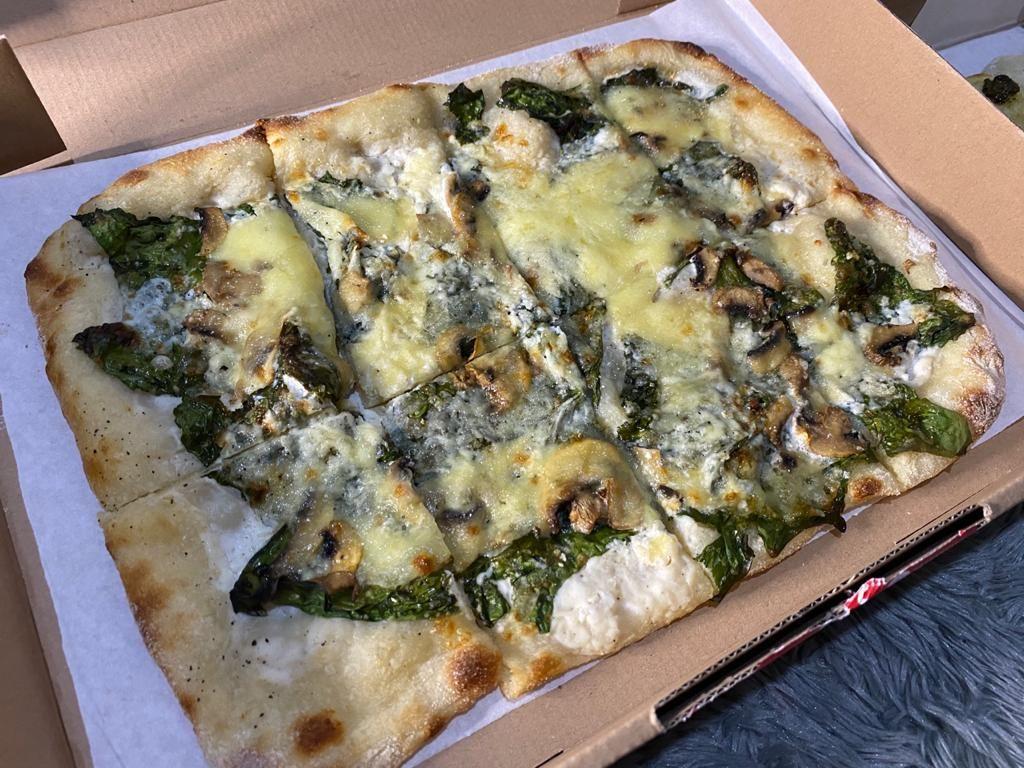 The Baker Bunch: Renyah Chewy Pizza Sourdough Kekinian yang Lembut Enak