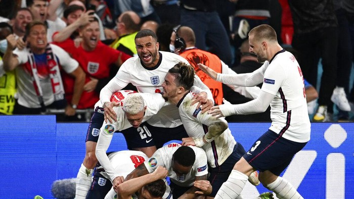 Englands Harry Kane celebrates with teammates after scoring his sides second goal during the Euro 2020 soccer championship semifinal match between England and Denmark at Wembley Stadium in London, Wednesday, July 7, 2021. (Andy Rain/Pool via AP)