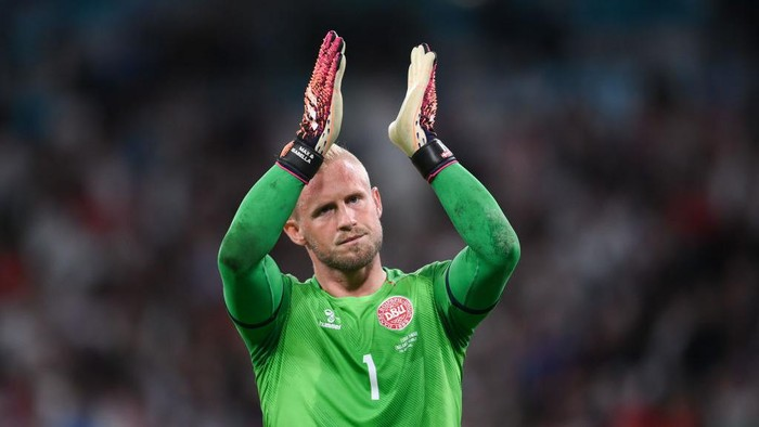 LONDON, ENGLAND - JULY 07: Kasper Schmeichel of Denmark applauds fans following his teams defeat in the UEFA Euro 2020 Championship Semi-final match between England and Denmark at Wembley Stadium on July 07, 2021 in London, England. (Photo by Laurence Griffiths/Getty Images)