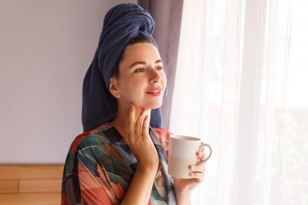 Perlu kamu ketahui Beauties, kulit wajah membutuhkan asupan vitamin D guna mencegah pertumbuhan bakteri.