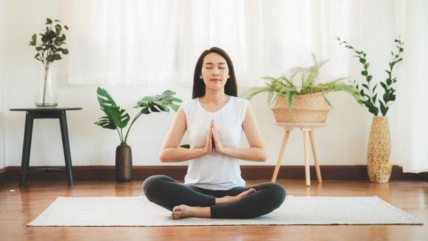 Lakukan Yoga atau Olahraga Ringan