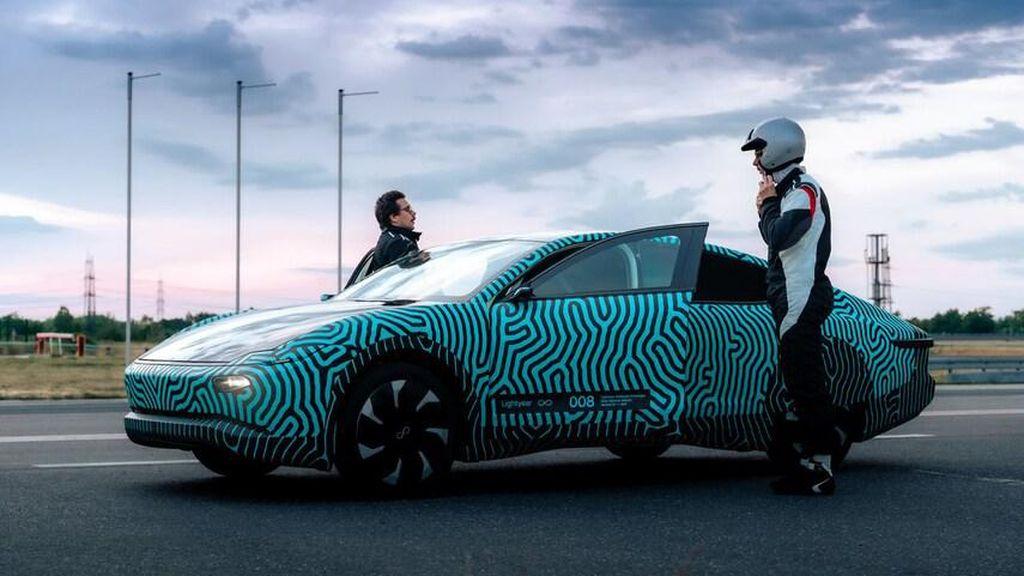 Sekali Charger Mobil Solar Listrik Ini Ngacir Jakarta-Kediri